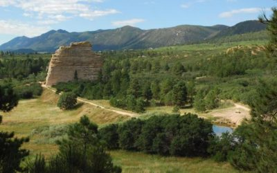 HIKE THE BEAUTIFUL MONUMENT ROCK TRAIL